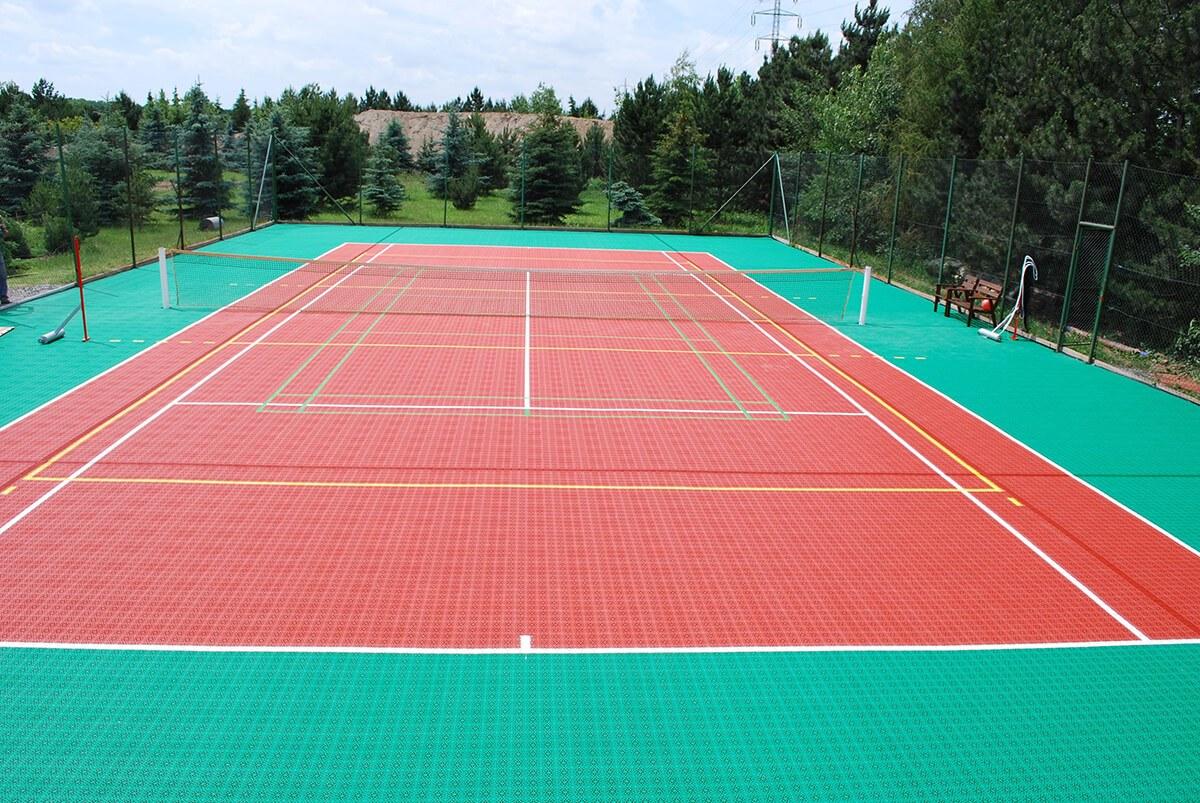 Tennisspielfeld